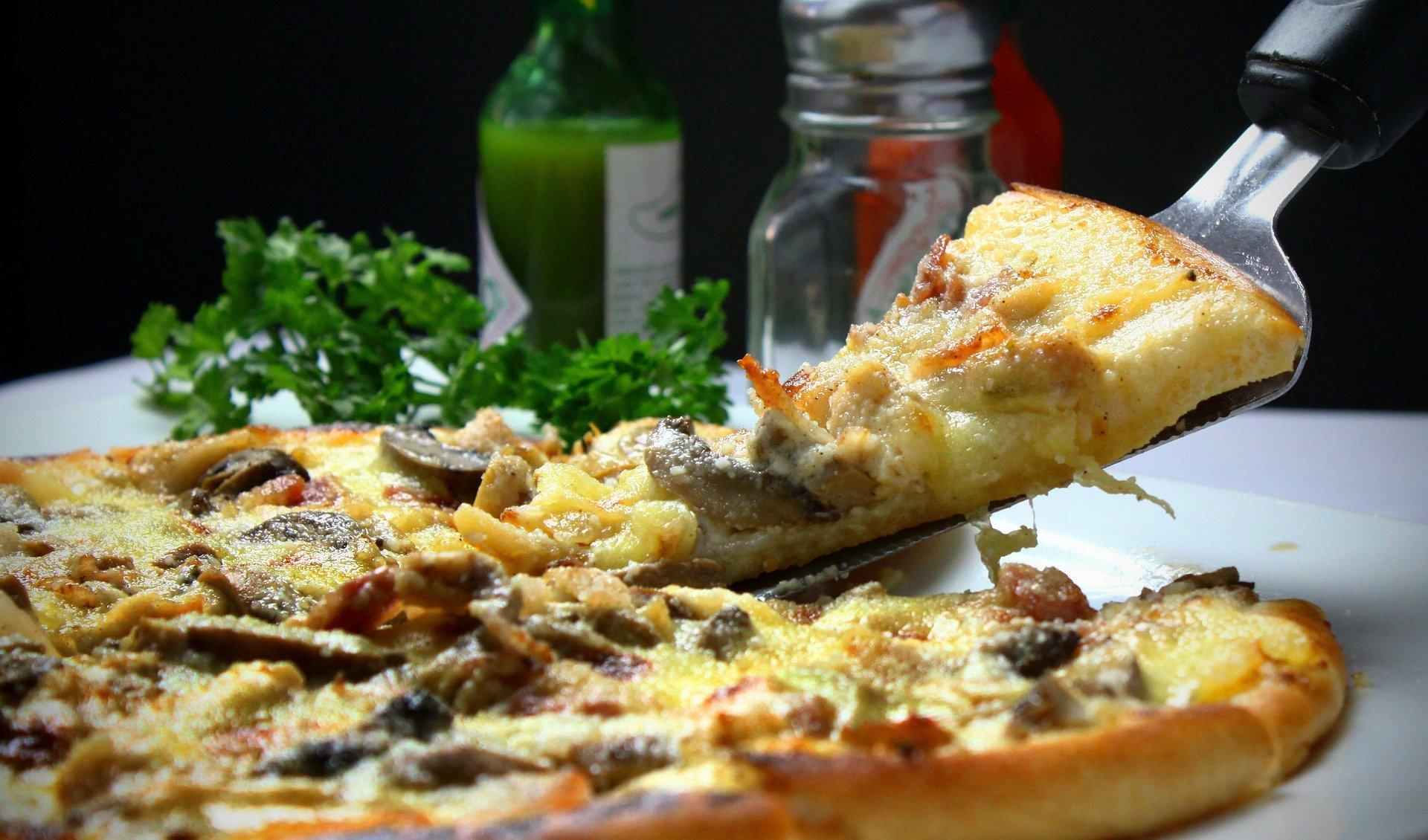 pizza-329523_1920